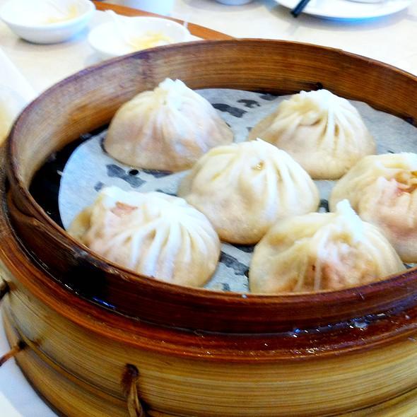 Steam Pork Soup Buns  @ Ding Tai Fung Shanghai Dim Sum