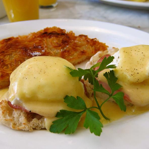 Classic Eggs Benedict @ Prune