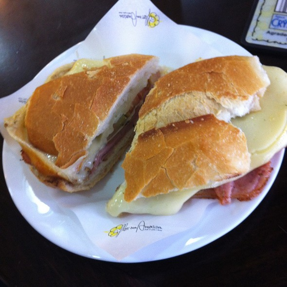 Bauru sandwich with provolone cheese @ Padaria Flor das Américas