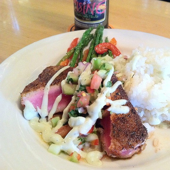 Blackened Ahi @ Squatters Pub Brewery