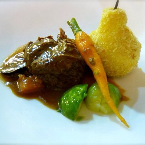 Provencal Style Beef Stew With William Potatoe, Brussel Sprouts And Sauteed Carrot @ Global