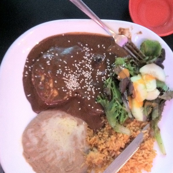 Pollo en Mole @ L & J Cafe