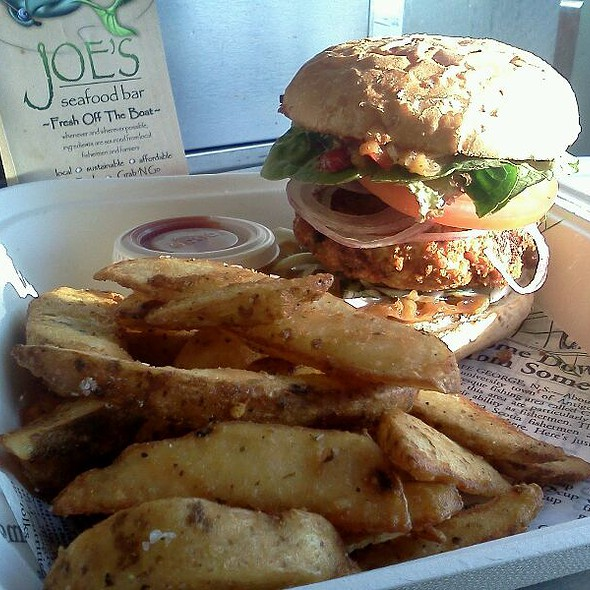 shrimp and crab burger @ Joe's Seafood Bar