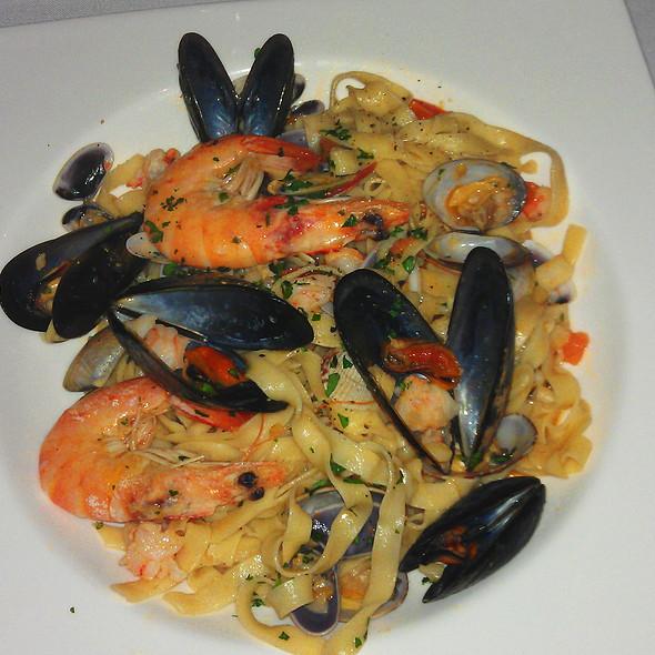 Tagliatelle frutti di mare @ Restaurante la Rosa Di Bari