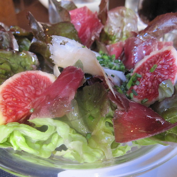 Cured meat, figs and Peccorino cheese salad @ La Panxa del Bisbe
