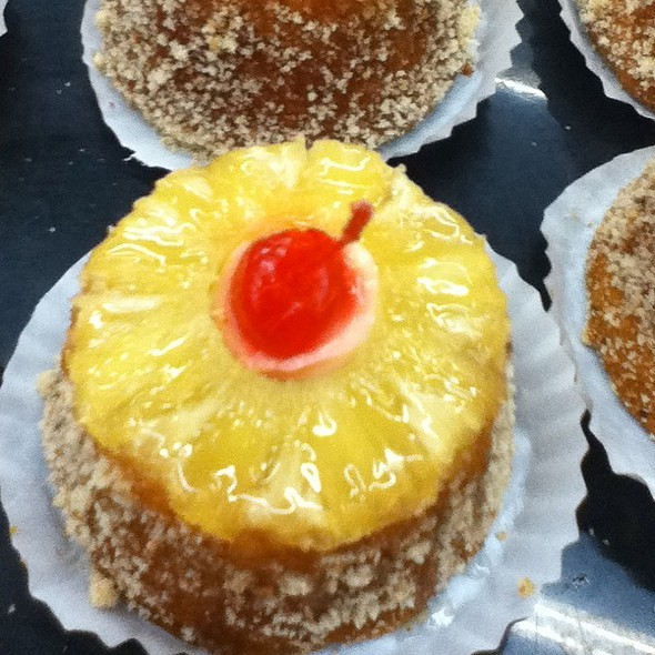 pineapple cupcake @ Soriana Market Tapachula Chis.