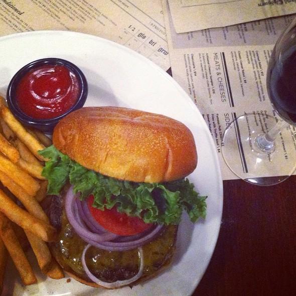 Prime Cheddar Burger @ Goose Island Brew Pub
