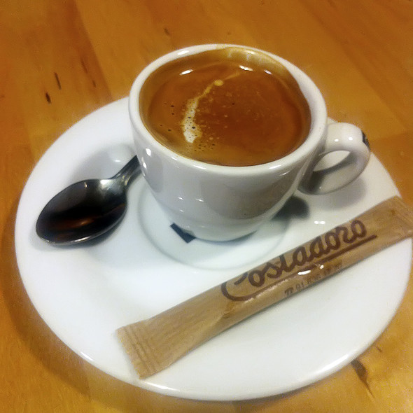Espresso @ Pizzería La Cúpula