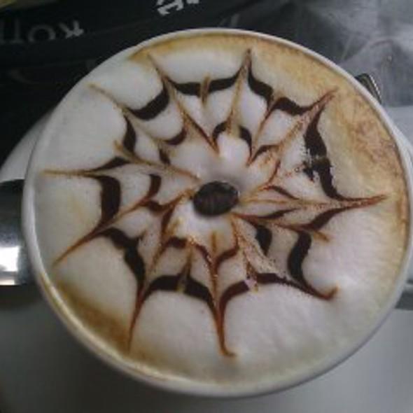 Cappucino @ Nero Scuro Cafè