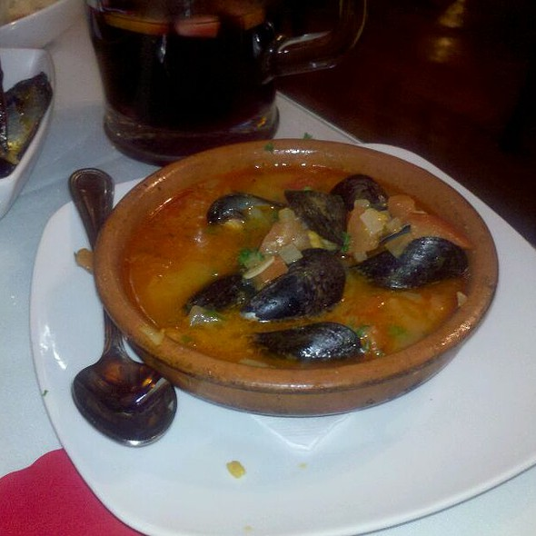 spanish cuisine - Espana Tapas & Wine Bar, Saint James, NY