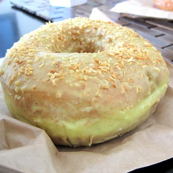 Pistachio Doughnut @ Doughnut Vault