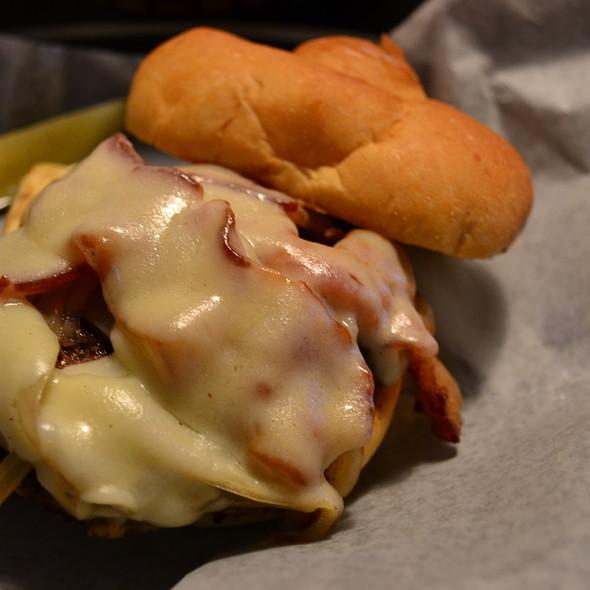 Bacon Cheeseburger @ River Rock Grill