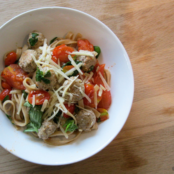 Fresh whole wheat pasta with tomato & meatballs @ Home