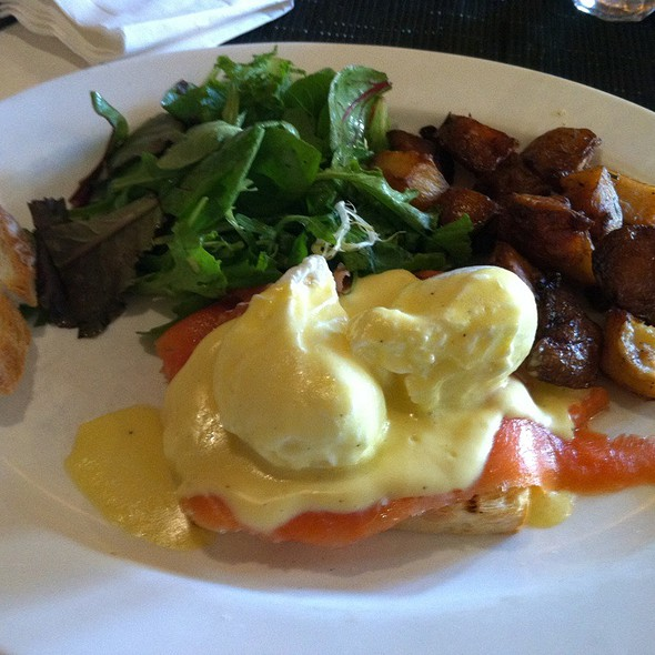 Smoked Salmon Benedict @ Cafe D'Alsace