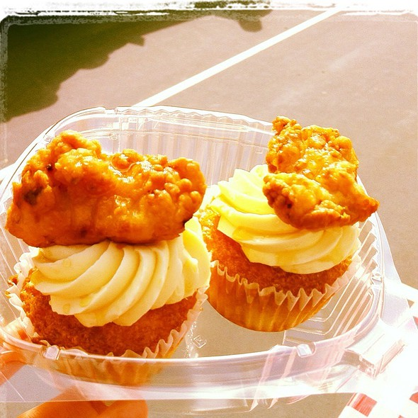 chicken and waffle cupcakes from @robicellis!  #cupcakes @ Robicelli's