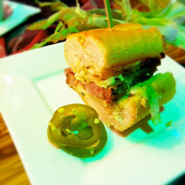 BBQ beef brisket, pickled jalapeño, and White Cheddar Cheese sandwich  @ Wolfgang Puck Bar & Grill