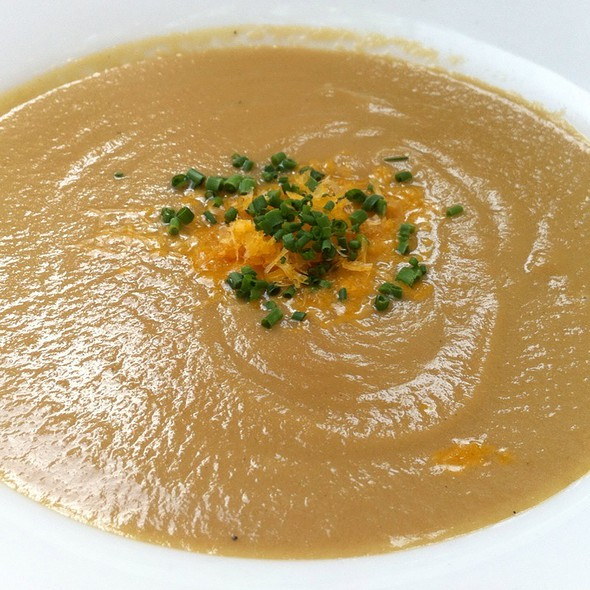 Caramelized onion soup @ Chez Papa Resto