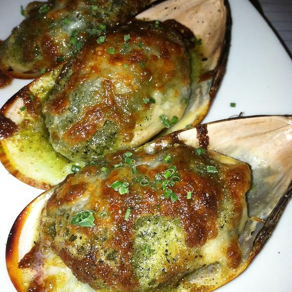 baked green lip mussels @ Skool