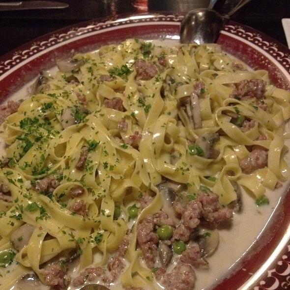 Fettuccine, Italian Sausage, Mushrooms, Green Beans, Light Cream @ SPECCHIO