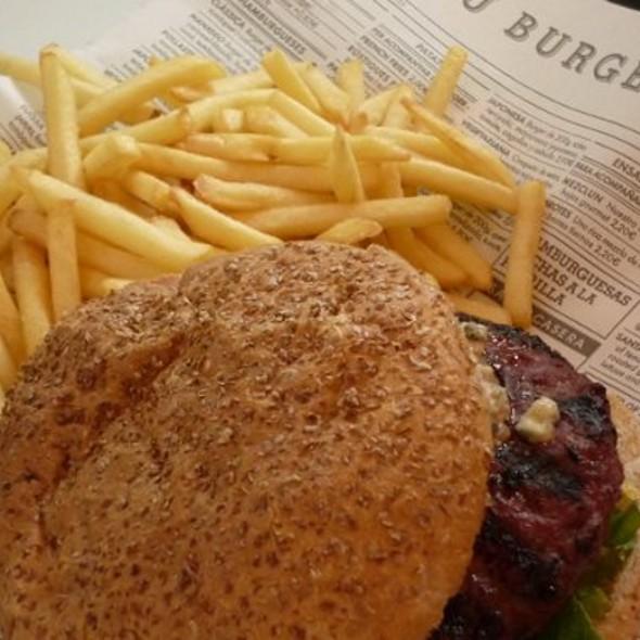 classic hamburger @ Kiosko Burger