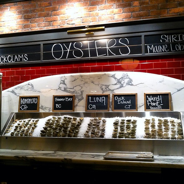 Raw Oyster Bar @ PJ Clarke's