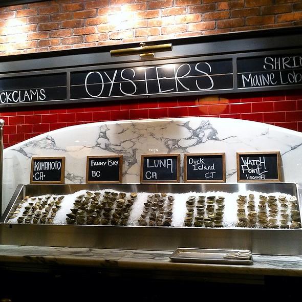 Raw Oyster Bar @ PJ Clarke's