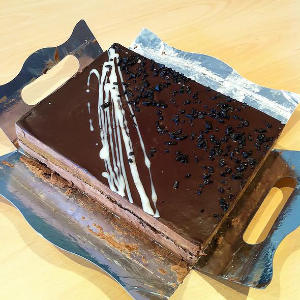 Dark Chocolate Mouse Cake @ Ahorramas