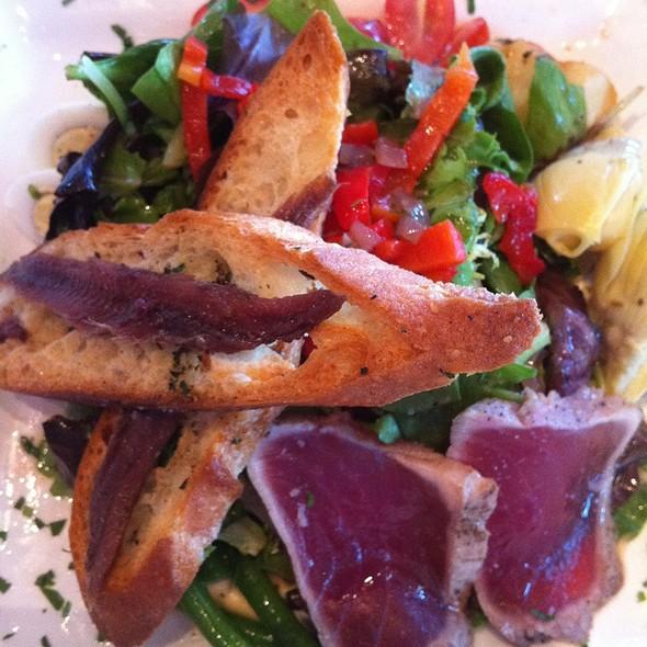 Ahi Tuna Niçoise Salad @ Chez Papa Bistrot