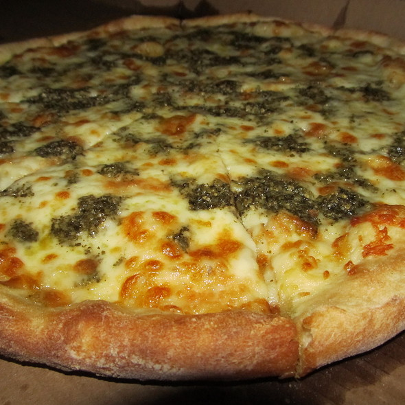 Pesto pizza @ Anthony's Pizza