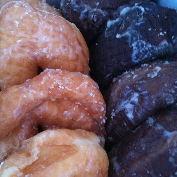 Poi Malasada & Glazed Donuts @ Kamehameha Bakery Inc