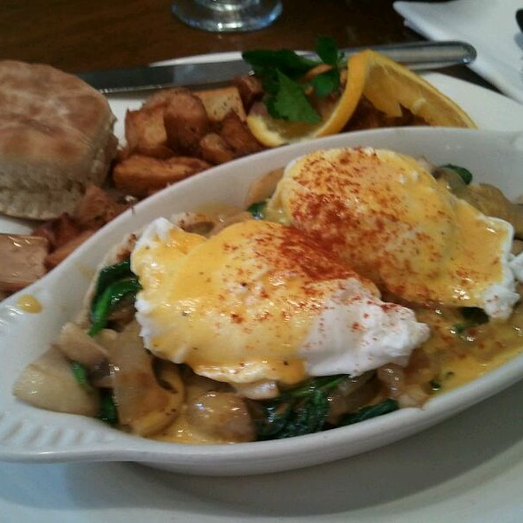 Eggs Florentine @ St. Michael's Alley