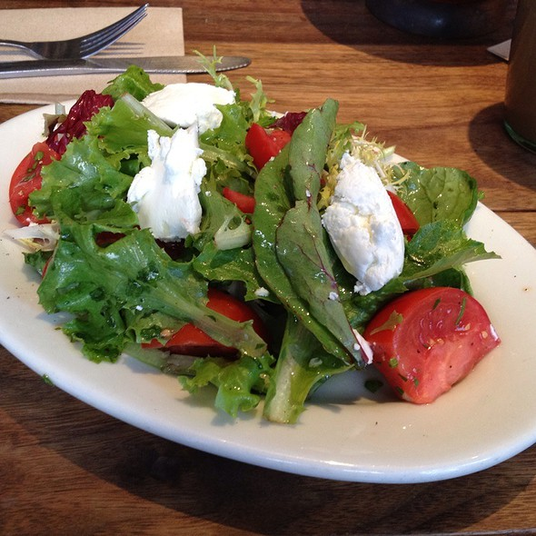 """Early Girl Tomatoes"" Salad With Goat Cheese And Lettuces @ Farm Table"