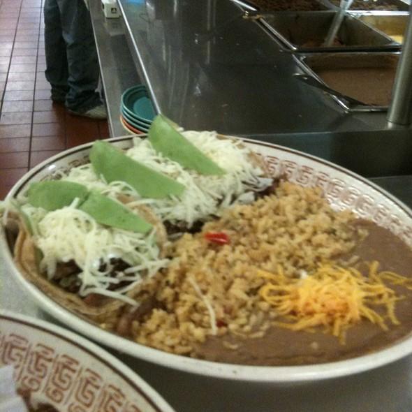 Tacos De Asada Dinner @ Tacos El Rey