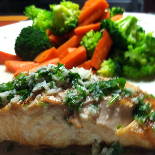 Grilled Atlantic Salmon - Fratelli's Ristorante Italiano & Pizzeria, Montrose, CA