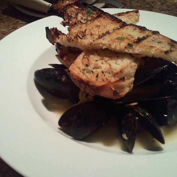 Mussels in White Wine Sauce - Carillon Restaurant, Austin, TX