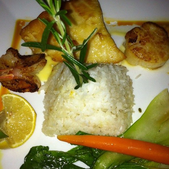 Sea Bass, Scallop And Prawn Trio - Thistle Lodge Restaurant, Sanibel, FL