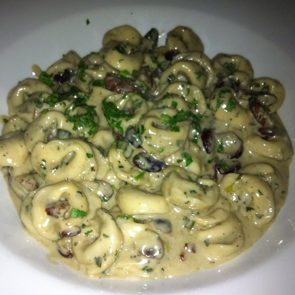 Tortellini In Blue Cheese With Peacanes - La Verità, Dollard-Des-Ormeaux, QC