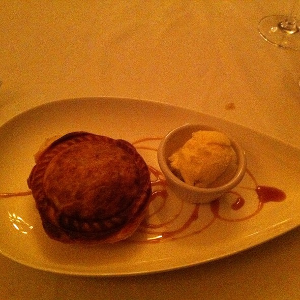 homemade apple pie with ice cream - Tap Room - Hotel Bethlehem, Bethlehem, PA