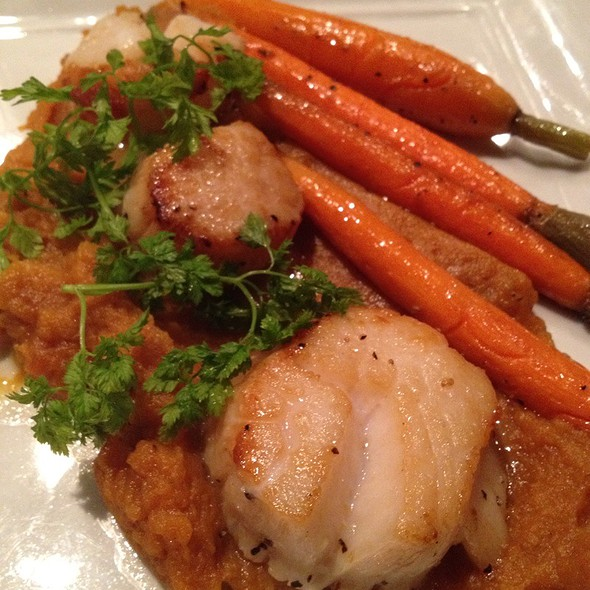 Sea Scallops, Mashed Sweet Potatoes, And Carrots - Glen Prairie, Glen Ellyn, IL