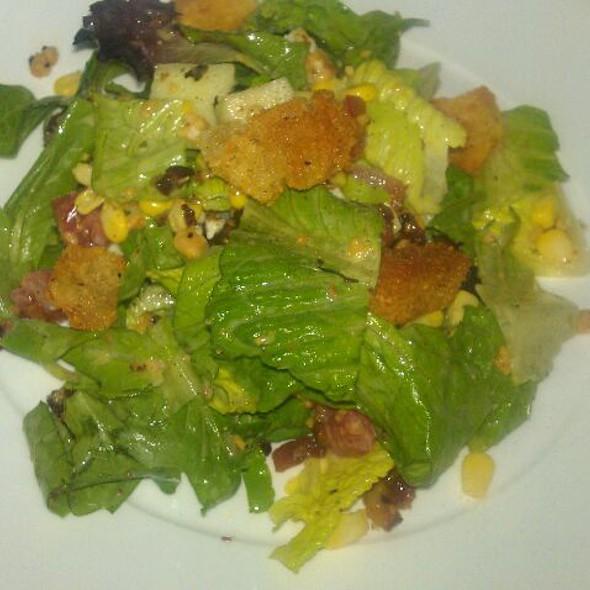 green salad - Tommy Bahama Restaurant & Bar - Sandestin, Miramar Beach, FL