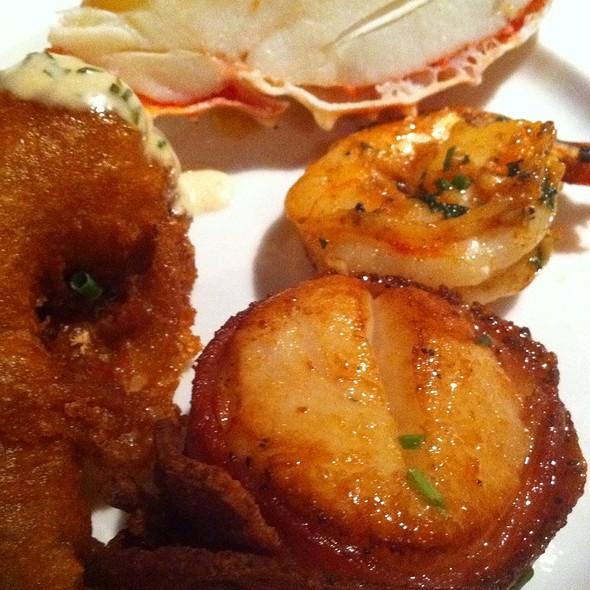 mixed seafood platter - Arroyo Chop House, Pasadena, CA