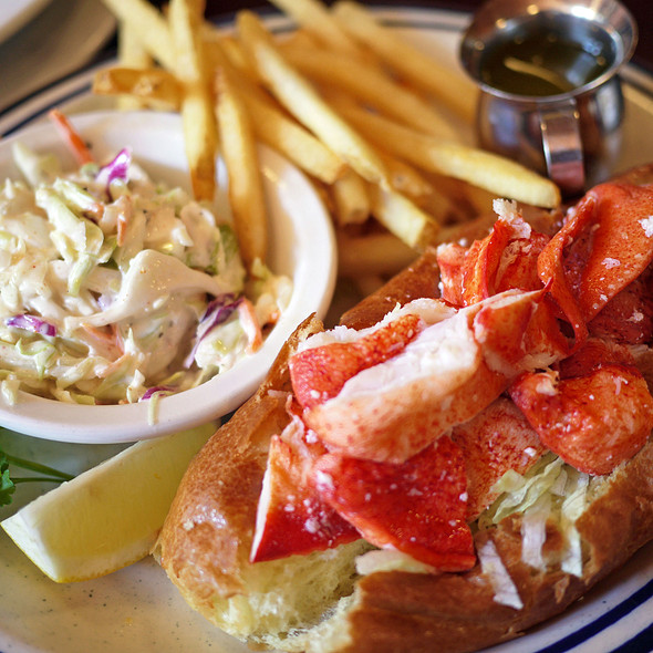 Amazing Lobsta Rolls - Billy's Boston Chowder House, Los Gatos, CA