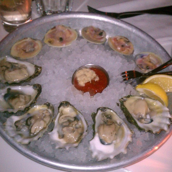 Raw Oysters And Little Necks - Jumpin Jays Fish Cafe, Portsmouth, NH
