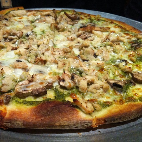 Chicken Pesto Pizza With Mushrooms - Di Napoli Ristorante & Pizzeria, South San Francisco, CA