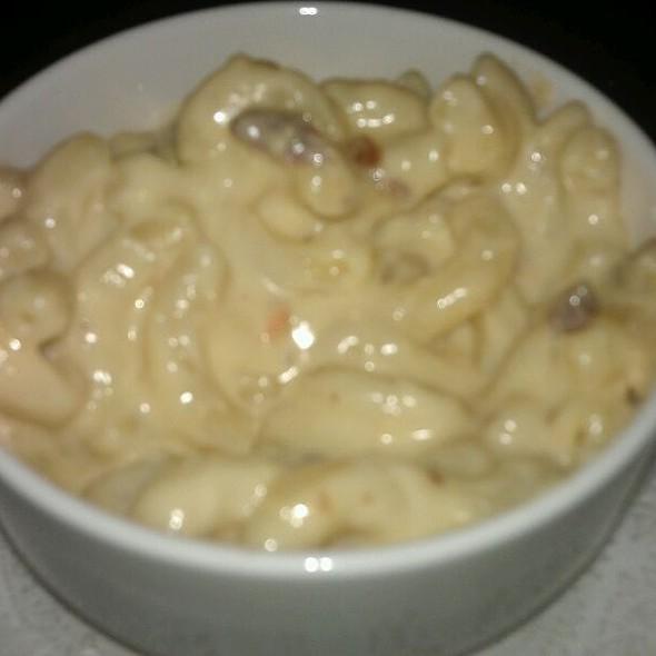 Smoked Gouda Mac and Cheese - Winewood, Grapevine, TX