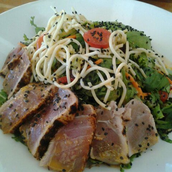 Seared Ahi Tuna Salad - Woodlands American Grill, Dallas, TX