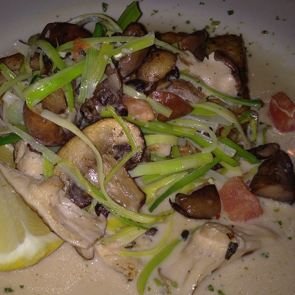 Mahi Mahi With Mushrooms, Leeks, Tomatoes, Garlic, White Wine - Francesca's Tavola, Arlington Heights, IL