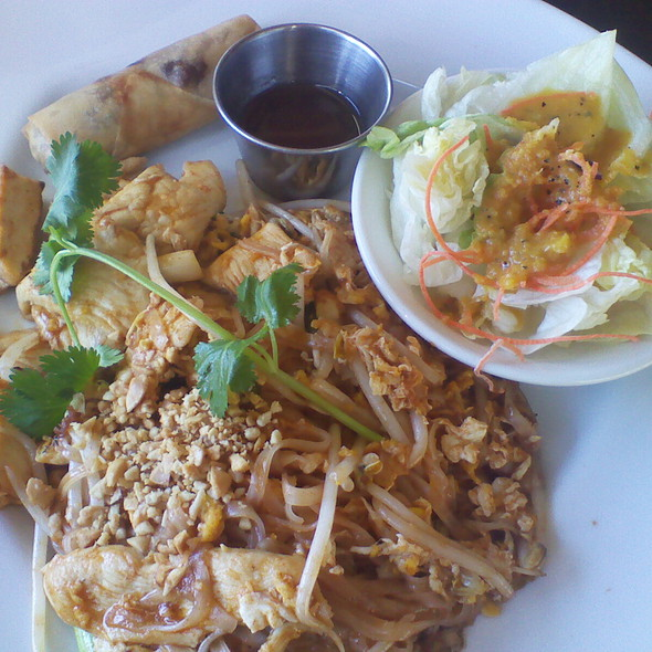 Chicken Pad Thai - Lotus Thai - Downtown, San Diego, CA