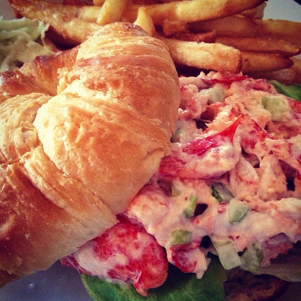 lobster roll - Finz Salem, Salem, MA