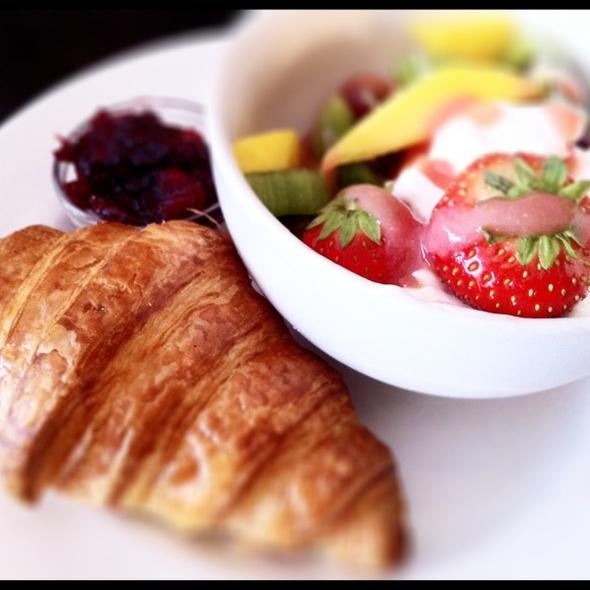 Breakfast - The Wet Fish Café, London